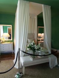 Промоция на Спалня с бял балдахин