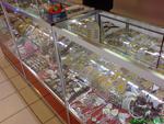 Промоция на изграждане на стелажи и витрини за магазин за сувенири и подаръци